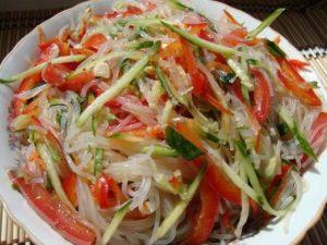 Салат из фунчозы с огурцом и болгарским перцем
