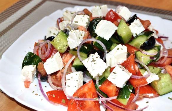 grecheskiy-salat-retsept-klassicheskiy-s-foto-poshagovo-2