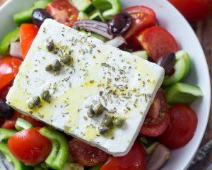 grecheskiy-salat-retsept-klassicheskiy-s-foto-poshagovo-5