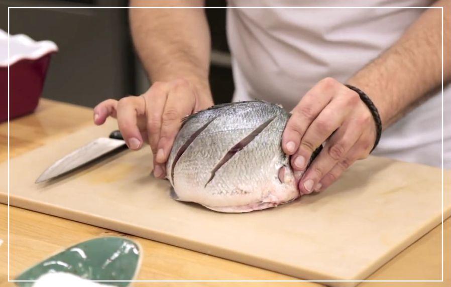 Как запечь рыбу в духовке целиком, чтобы была сочной - косые надрезы