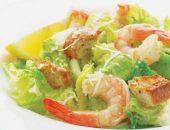 Миниатюра к статье Идеальный «Цезарь» с креветками: три рецепта салата, разные соусы и секреты успеха