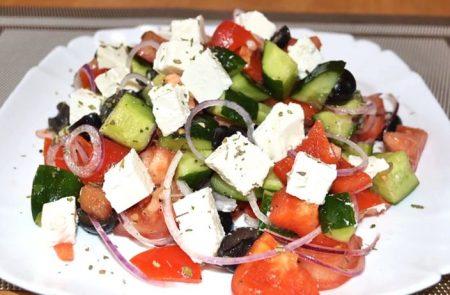 Миниатюра к статье Греческий салат — классические рецепты с фото и секреты вкуса