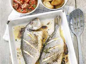 Миниатюра к статье Как запечь рыбу в духовке целиком, чтобы была сочной: три важных секрета
