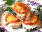 Миниатюра к статье Запекаем горбушу в духовке с сыром и помидорами