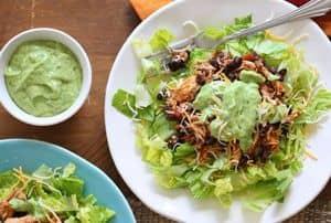 Миниатюра к статье Салат из авокадо с курицей — 5 легких рецептов и россыпь доступных идей