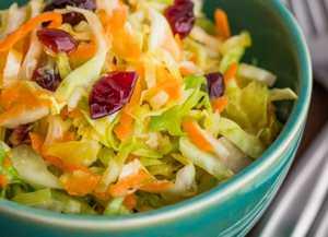 Миниатюра к статье Салат из капусты с болгарским перцем: 2 быстрых рецепта в маринаде