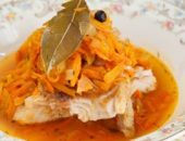 Миниатюра к статье Рыба под маринадом: классический рецепт с фото + диетический для худеющих