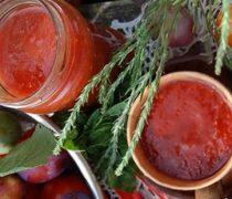 Миниатюра к статье Кетчуп из слив и помидор на зиму «Пальчики оближешь»: 7 рецептов быстро и просто