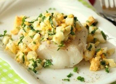 Миниатюра к статье Рыба по-польски с яйцом: ТОП рецепты, калорийность и диетические акценты