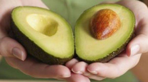 фото авокадо две половинки